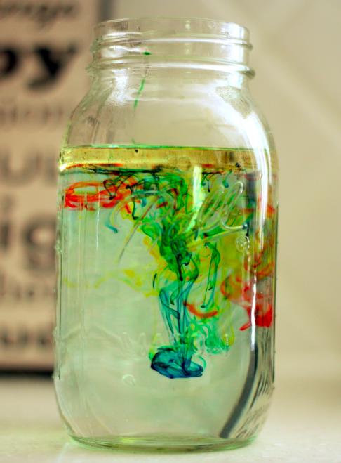 Experiment chimic cu apa si ulei
